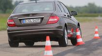 Mercedes C 180, Heckansicht, Slalom