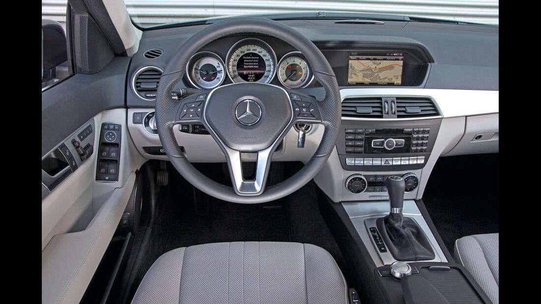 Mercedes C 200, Lenkrad, Cockpit
