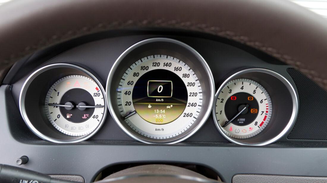 Mercedes C 200, Rundinstrumente