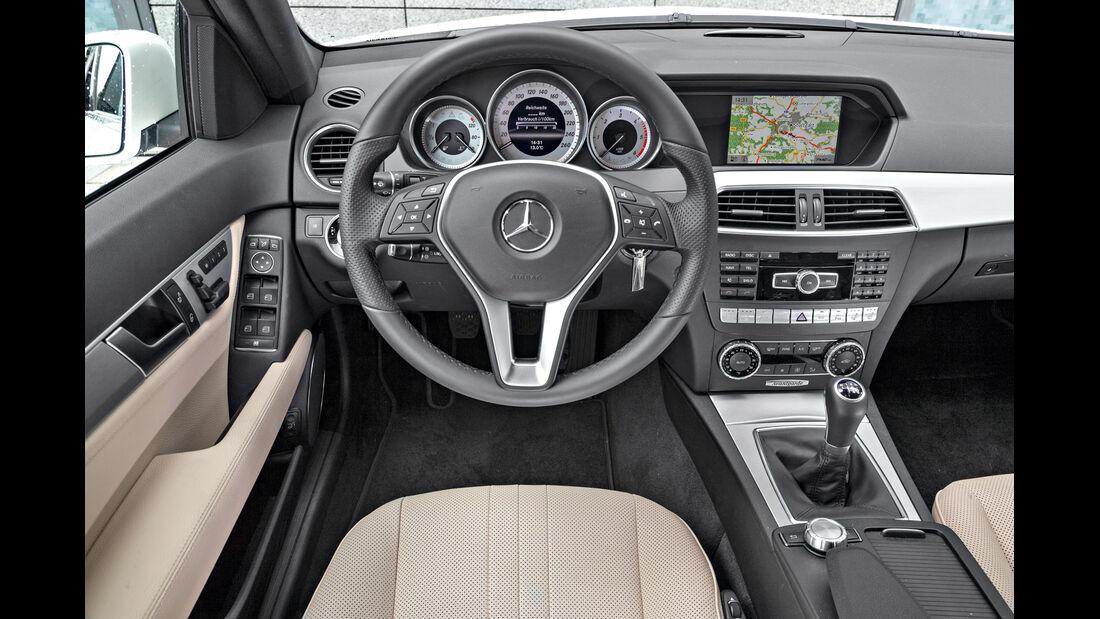 Mercedes C 220 CDI T Avantgarde, Cockpit