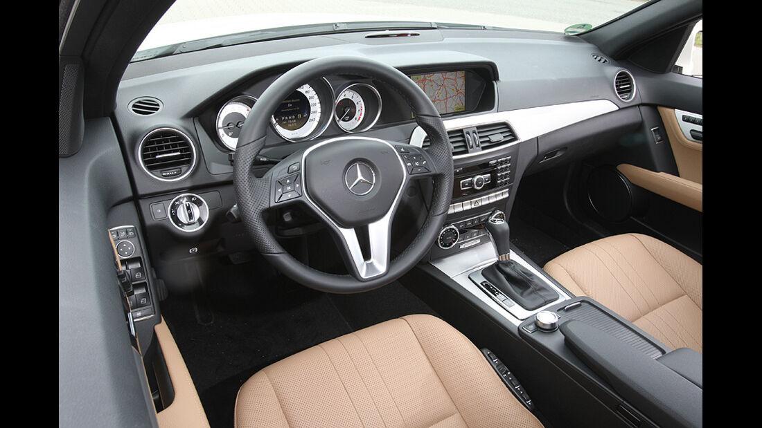 Mercedes C 250 T-Modell, Detail, Innenraum, Font, Lenkrad