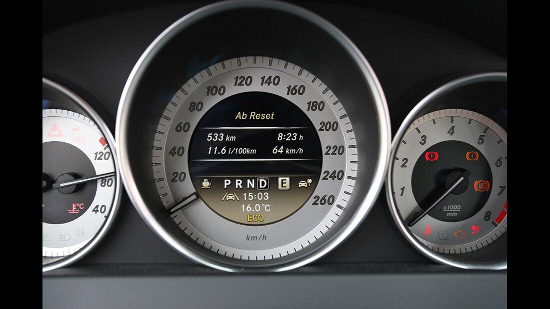 Mercedes C 250 T-Modell, Detail, Innenraum, Tacho