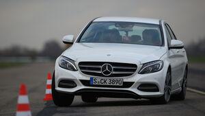 Mercedes C 300 Bluetec Hybrid, Frontansicht, Slalom