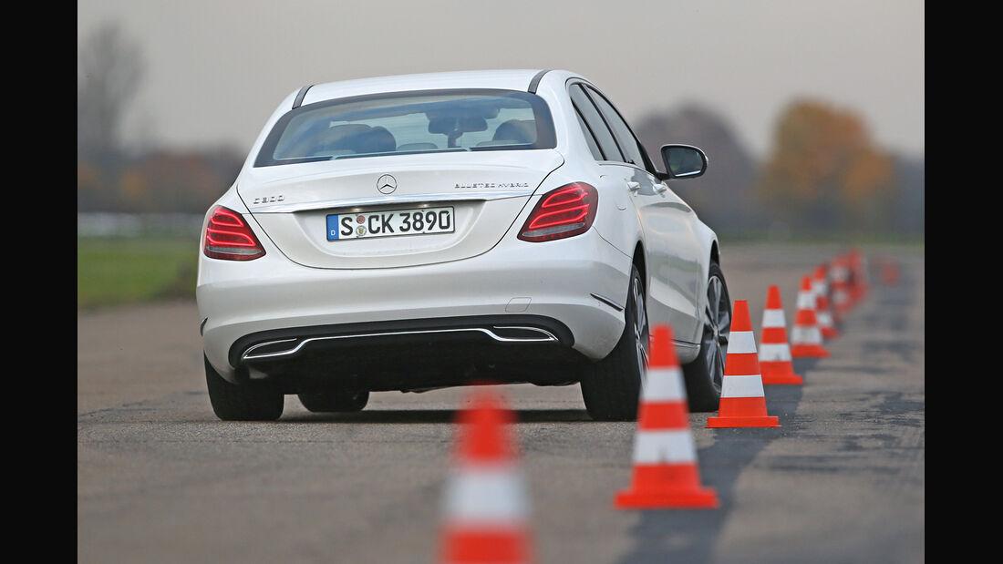 Mercedes C 300 Bluetec Hybrid, Heckansicht, Slalom
