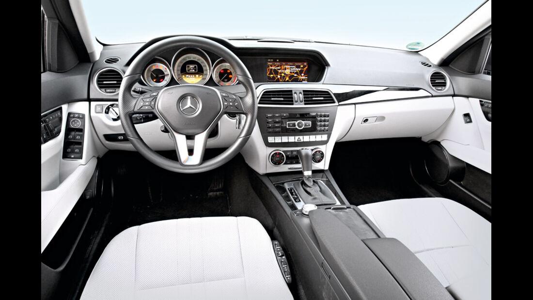Mercedes C 350, Cockpit