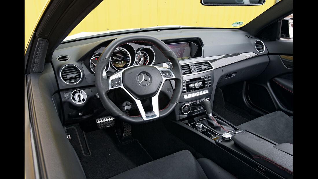 Mercedes C 63 AMG Black Series, Cockpit
