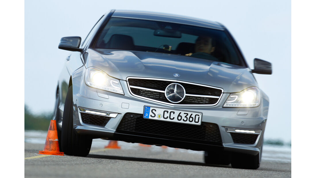 Mercedes C 63 AMG Coupé Performance Package, Frontansicht, Slalom
