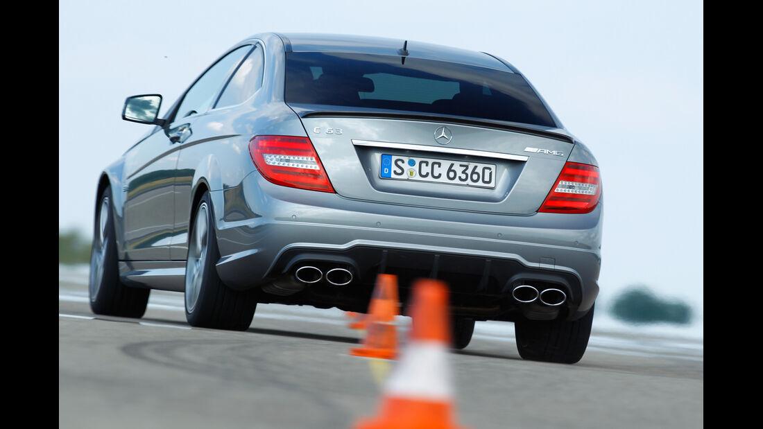 Mercedes C 63 AMG Coupé Performance Package, Heckansicht, Slalom