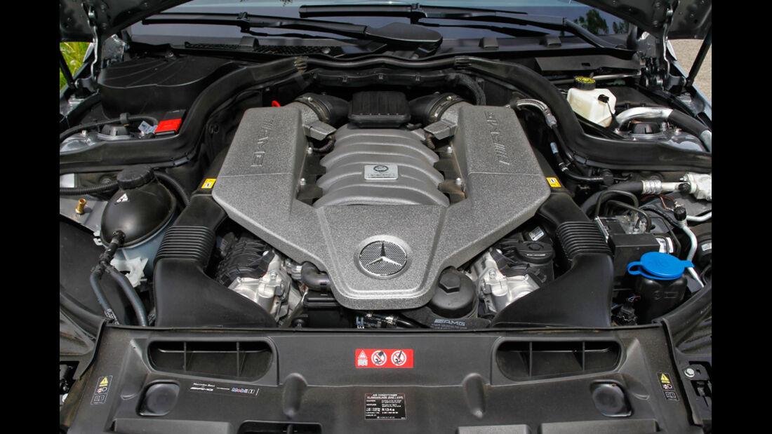 Mercedes C 63 AMG Coupe Performance Package, Motorraum, Motor