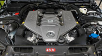 Mercedes C 63 AMG Coupe Performance Package, Motorraum, Motor