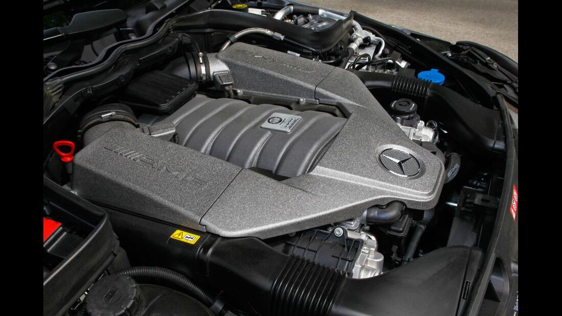 Mercedes C 63 AMG Coupe Performance Package, Motorraum, Motorblock