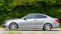 Mercedes C 63 AMG Coupe Performance Package, Seitenansicht, Wald