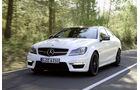 Mercedes C-Klasse Coupe, Frontansicht, Fahrt, Wald
