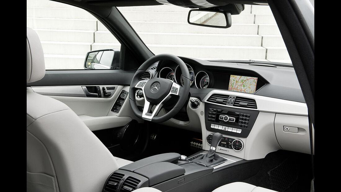 Mercedes C-Klasse Facelift, Innenraum, Cockpit