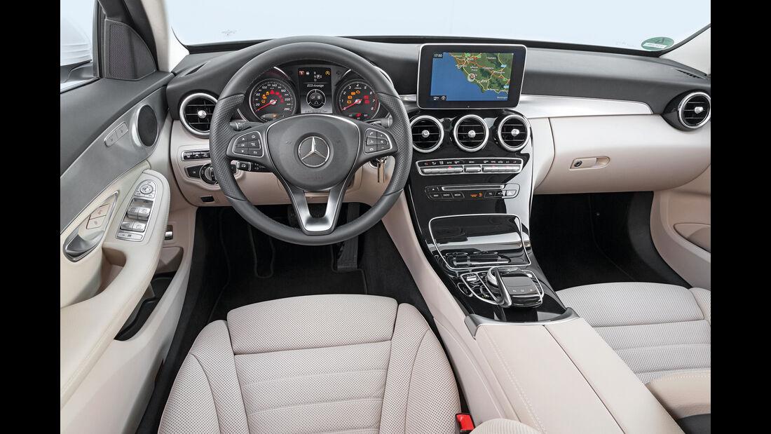 Mercedes C400 4Matic, Cockpit