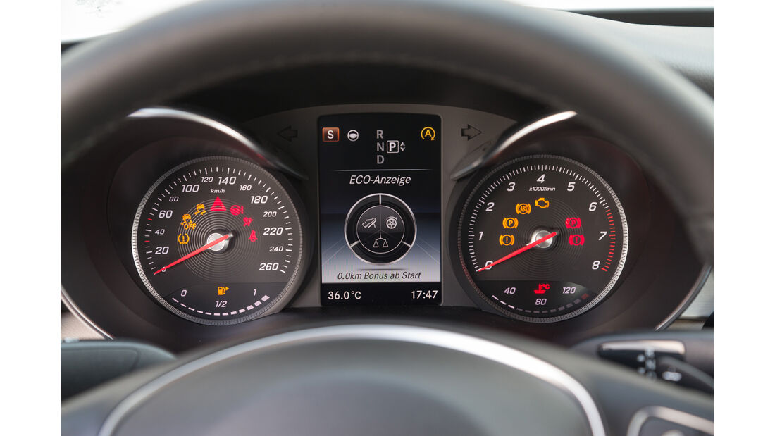 Mercedes C400 4Matic, Rundinstrumente