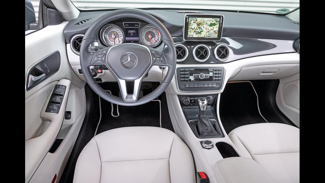 Mercedes CLA 180, Cockpit
