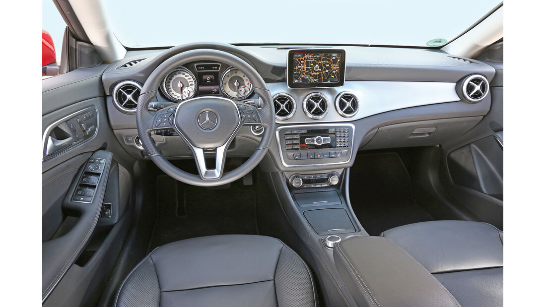 Mercedes CLA 220 CDI, Cockpit