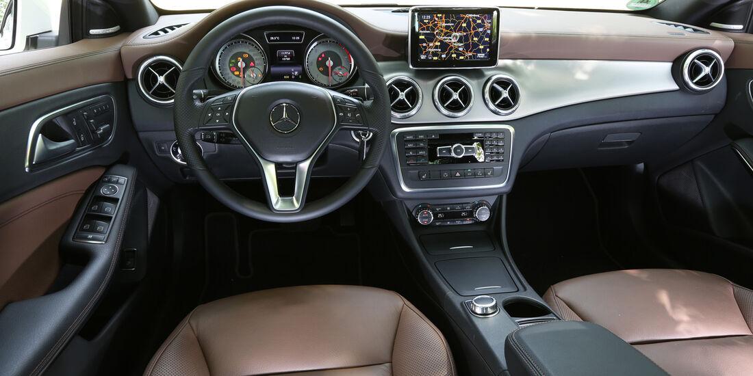 Mercedes CLA 220 CDI, Cockpit, Lenkrad