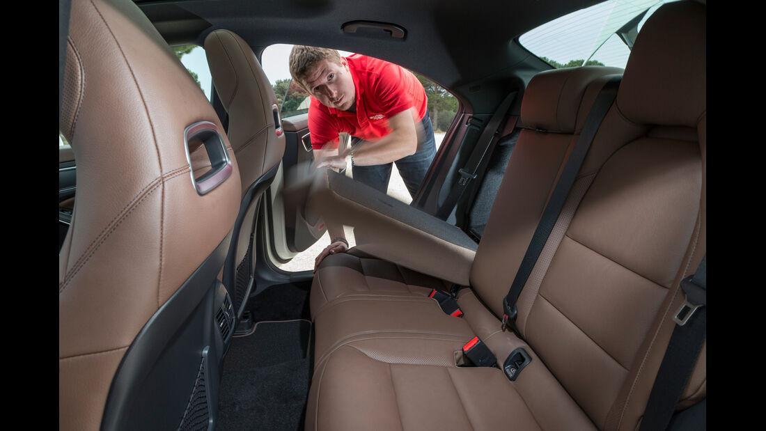 Mercedes CLA 220 CDI, Rücksitz, Umklappen