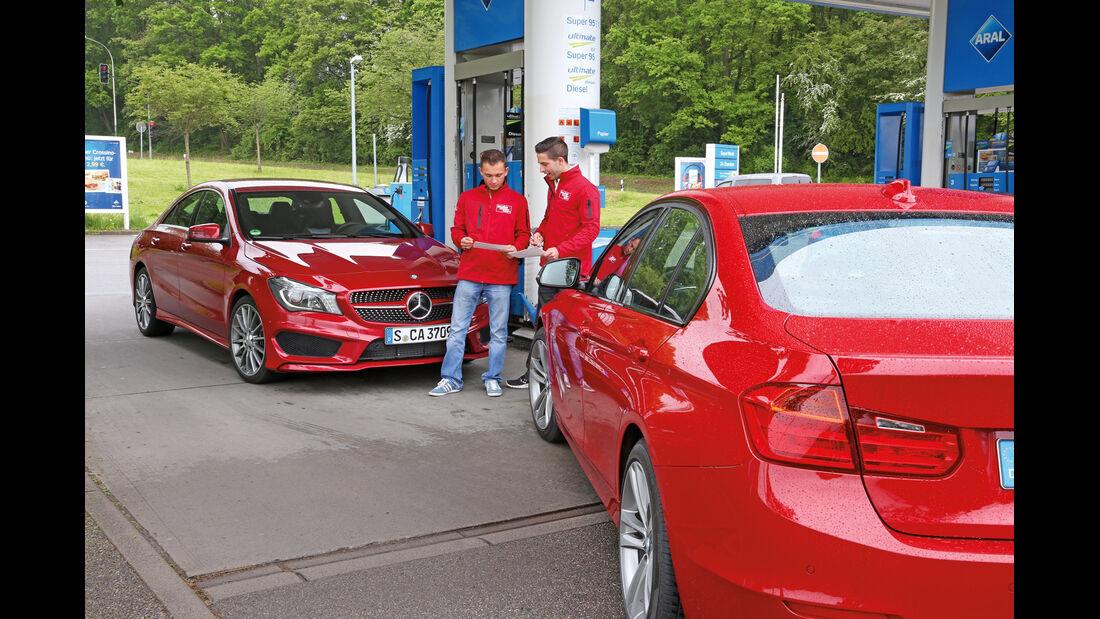 Mercedes CLA 250, BMW 328i, Tankstelle