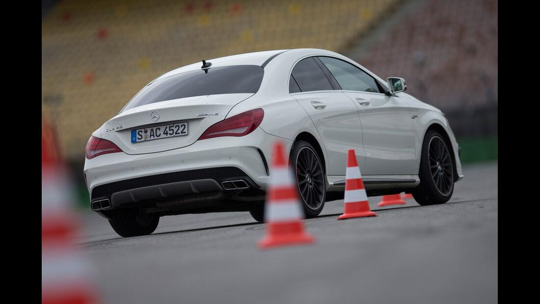 Mercedes CLA 45 AMG 4MATIC, Slalom, Heckansicht