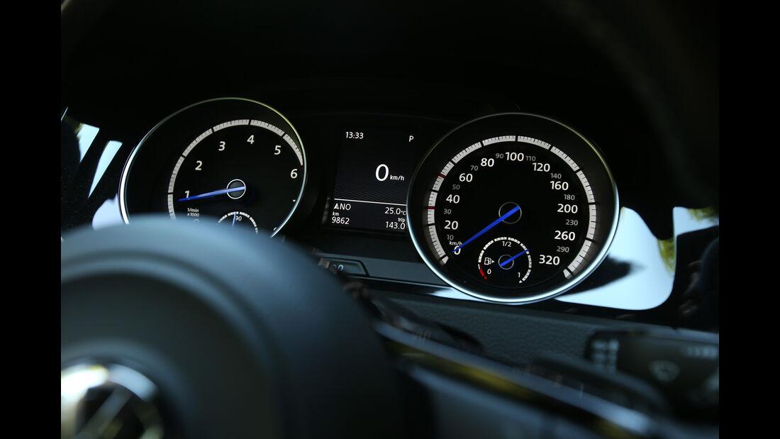 Mercedes CLA 45 AMG Shooting Brake, Rundinstrumente
