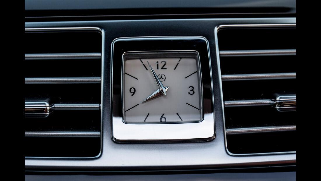 Mercedes CLS 400, Uhr