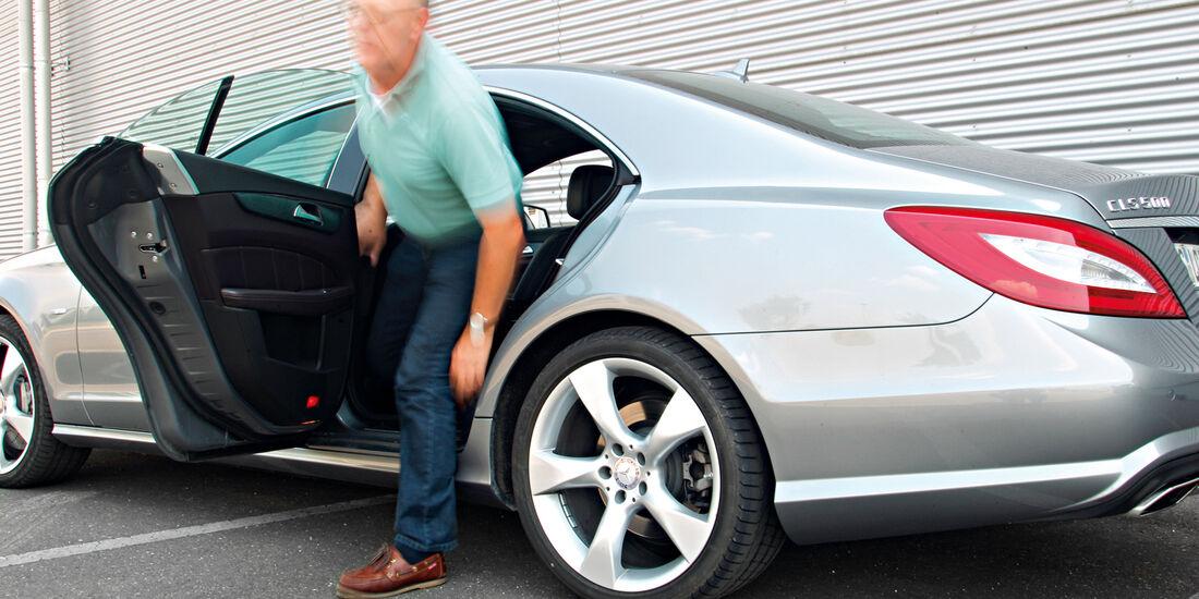 Mercedes CLS 500 4matic, Rücksitz, Aussteigen