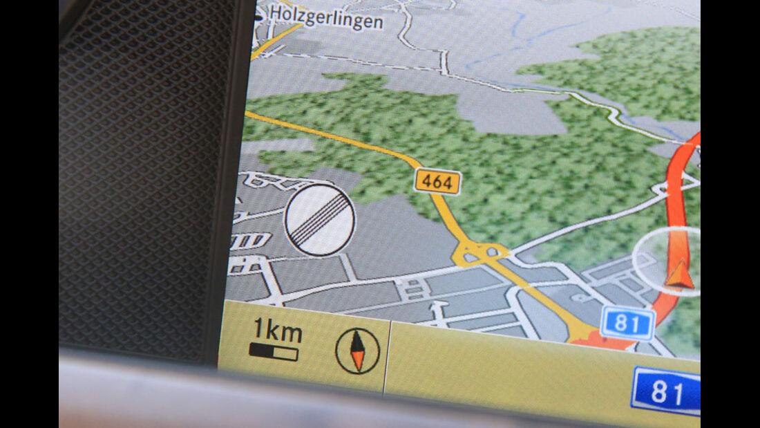 Mercedes CLS, Navibildschirm, Schilderkennung