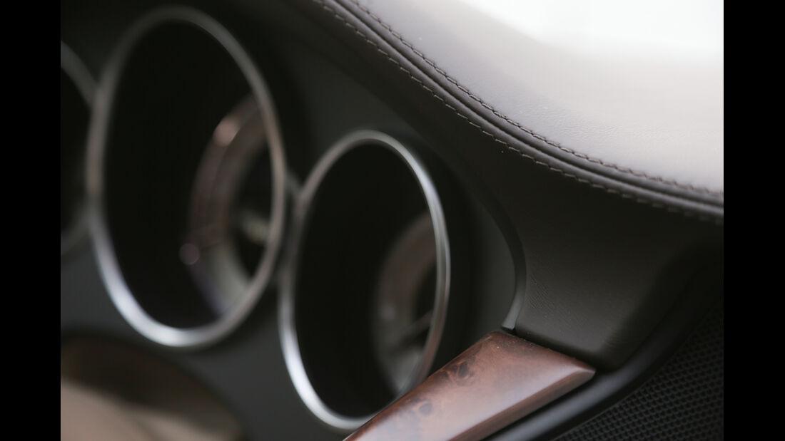 Mercedes CLS Shooting Brake, Holz, Rundinstrumente