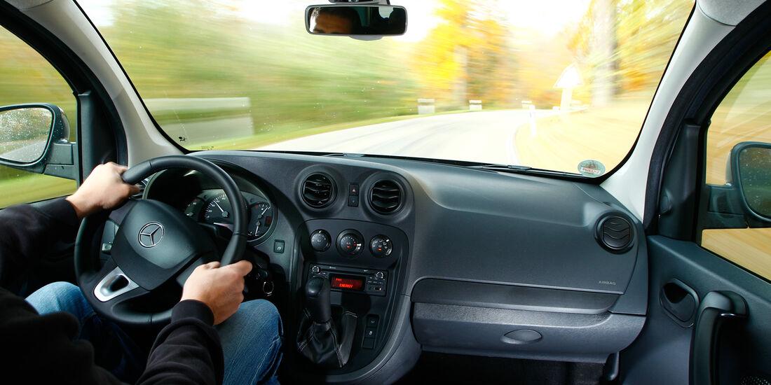 Mercedes Citan 109 CDI, Cockpit, Frontscheibe