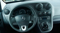 Mercedes Citan 109 CDI, Lenkrad, Mittelkonsole
