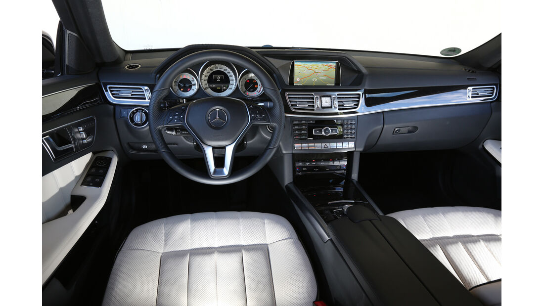 Mercedes E 200 CDI T, Cockpit