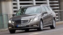 Mercedes E 200 CDI T Elegance, Frontansicht, Stadt, Licht an, Scheinwerfer