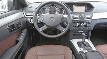 Mercedes E 200 NGT, Cockpit, Lenkrad