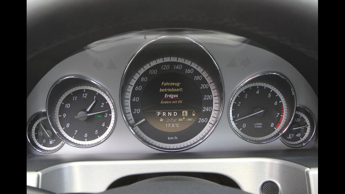 Mercedes E 200 NGT, Rundinstrumente