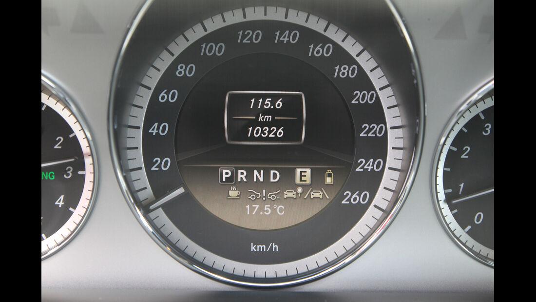 Mercedes E 200 NGT, Tacho