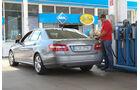 Mercedes E 200 NGT, Tankstelle