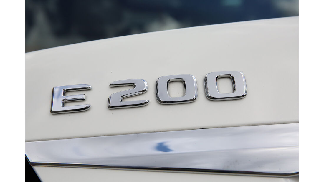 Mercedes E 200 Schriftzug