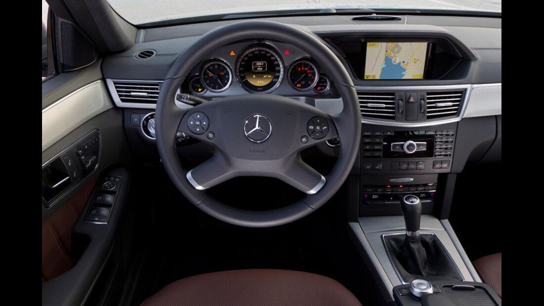 Mercedes E 200 T Avantgarde, Cockpit