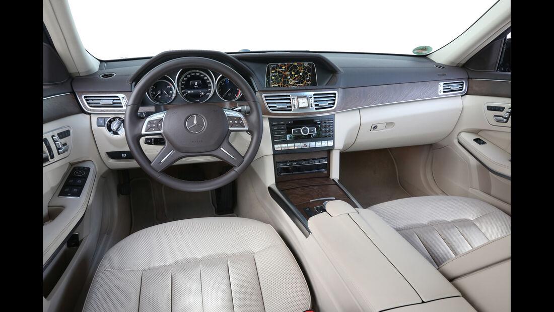 Mercedes E 220 Bluetec, Cockpit