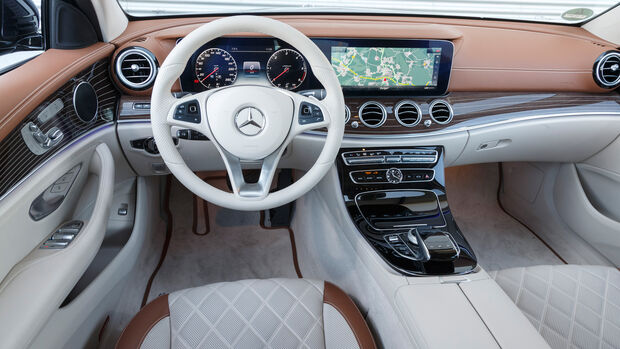 Mercedes E 220 d T, Cockpit
