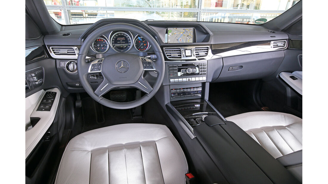 Mercedes E 250 Bluetec, Cockpit
