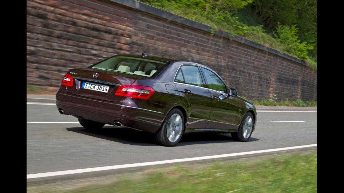 Mercedes E 350, Seitenansicht, von hinten, schräg, Fahrt