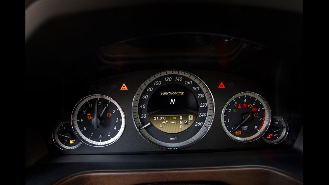 Mercedes E 350, Tacho, Anzeigeinstrumente, Detail