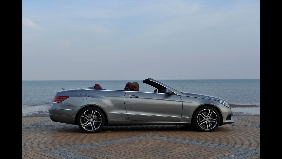 Mercedes E 400 Cabrio, Seitenansicht, Verdeck schließt