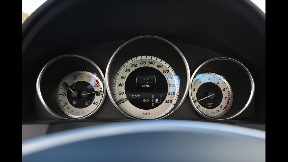 Mercedes E 500 Coupé, Rundinstrumente