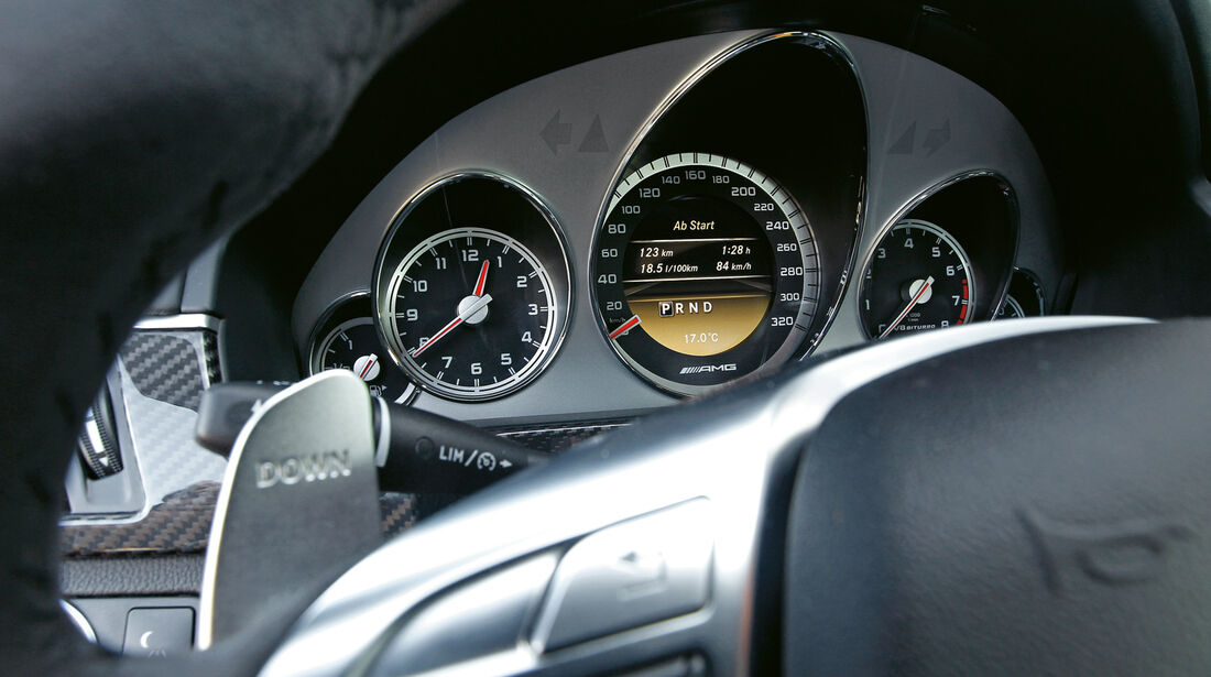 Mercedes E 63 AMG, Tacho, Rundinstrumente