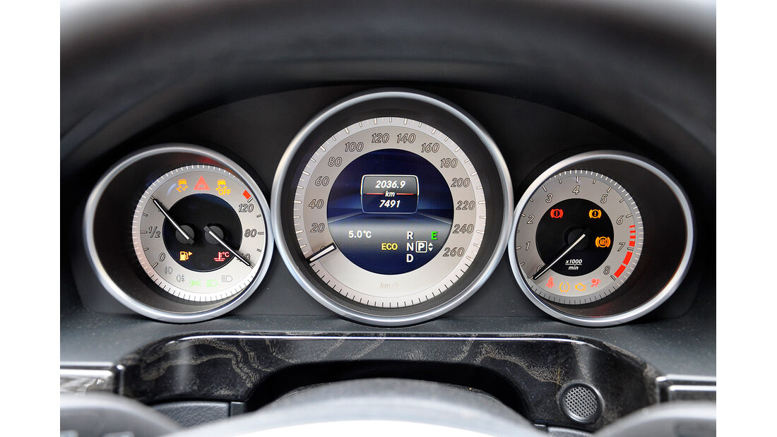 Mercedes E-Klasse, Instrumente